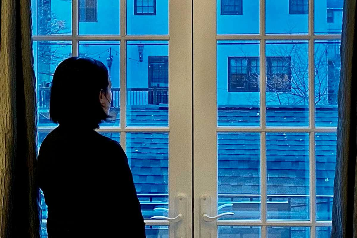 isolation-loneliness-and-how-they-impact-chronic-pain.jpg